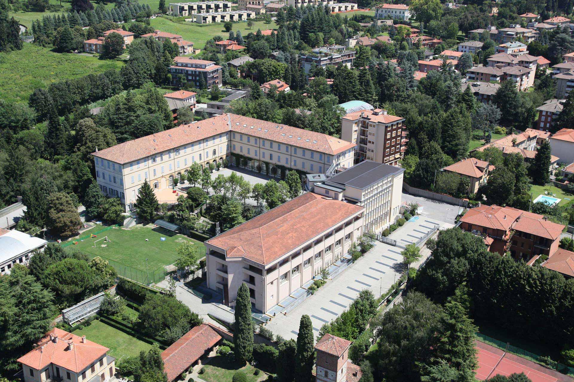 La sede di Merate del Collegio Villoresi vista dall'alto