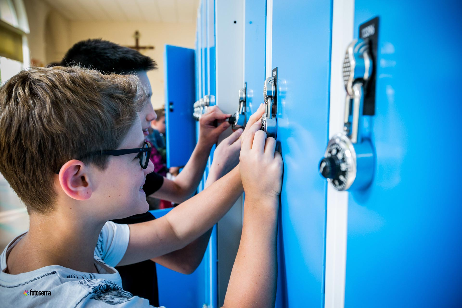 Scuola Secondaria di I grado del Collegio Villoresi: bambini agli armadietti