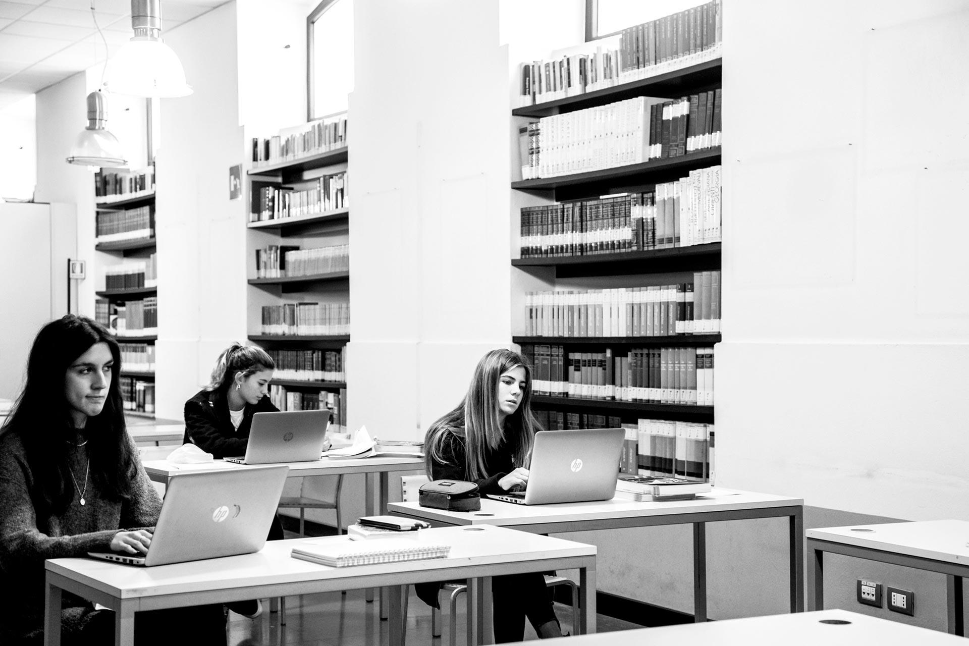 Licei Scientifici del Collegio Villoresi: ragazzi a lezione con computer