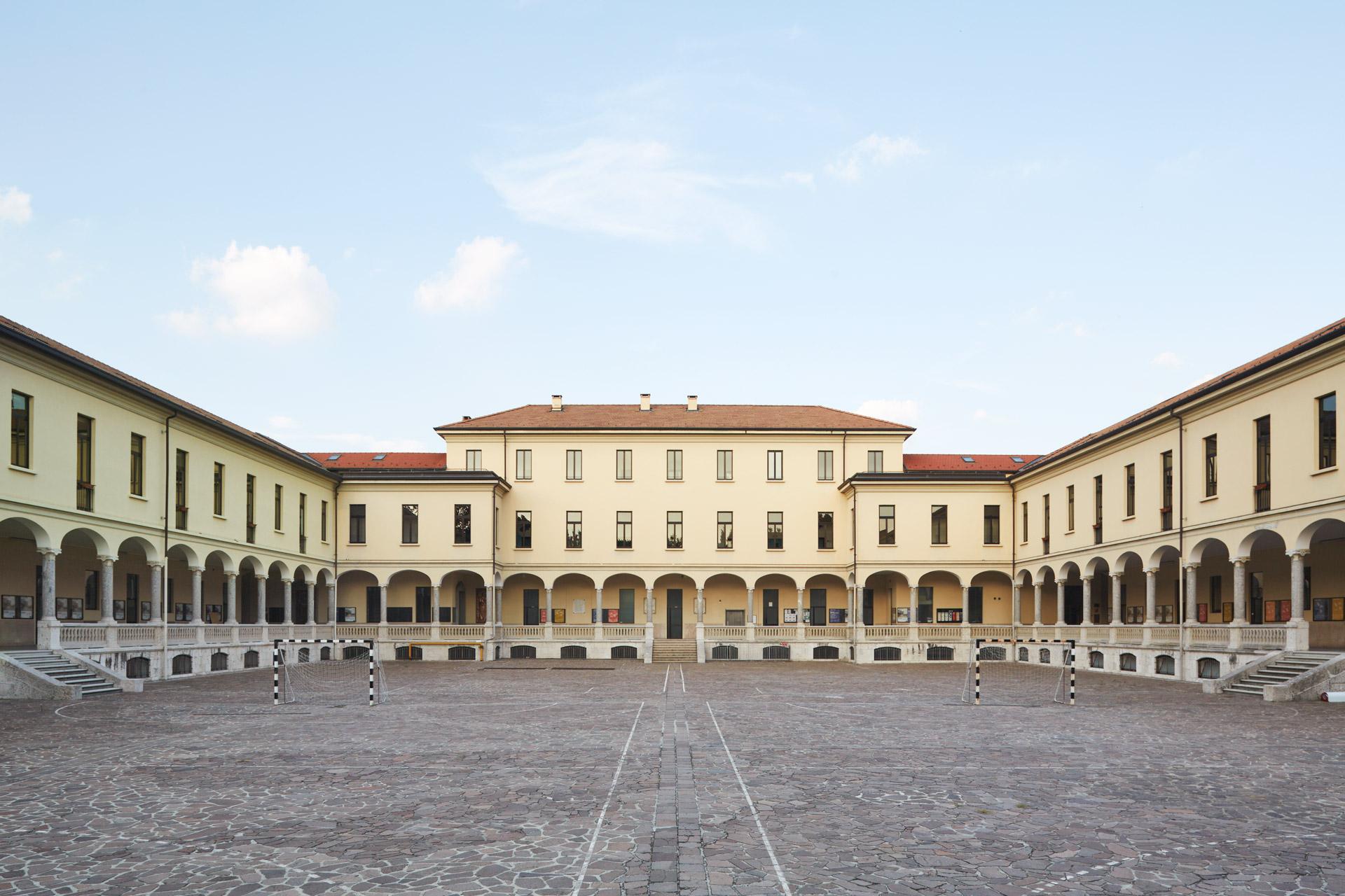 Ingresso della sede di Monza
